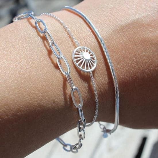 Lady wearing silver snake chain bracelet by Pernille Corydon
